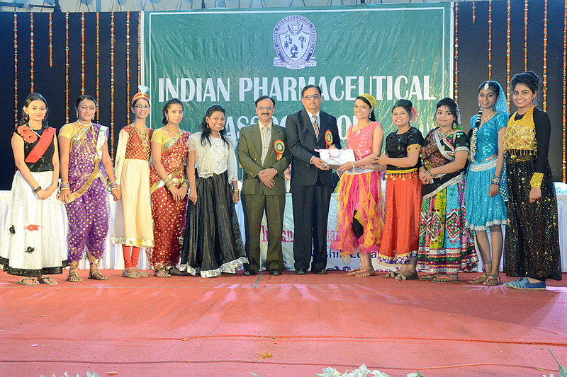 31 college at National Pharmacy Week by IPA 2016 (13)